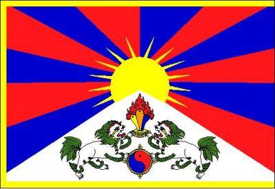Tibetská vlajka zavlaje letos i na horách