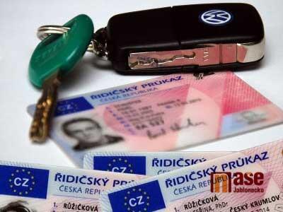 Platnost řidičáků se v nouzovém stavu prodlužuje, nemusíte na úřad