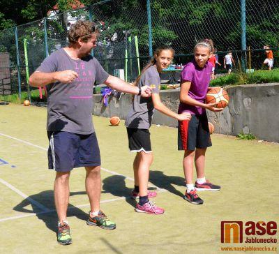 Mladé basketbalistky Bižuterie se připravují na své soutěže