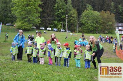 Děti z mateřských a základních škol z Tanvaldska vybíhaly sjezdovku