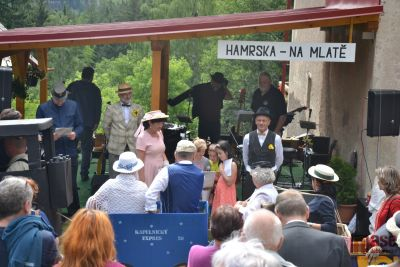 Otevřeli první železniční stanici bez kolejí Hamrska - Na Mlatě