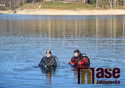 Obrazem: Potápěči na Nový rok 2020 na Jablonecké přehradě