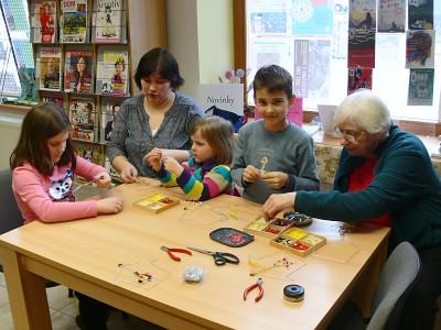 Dílna s Květou naučí práci s papírem, textilem i korálky