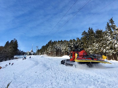 O víkendu startují zimní sezonu skiareály na Ještědu i v Rokytnici