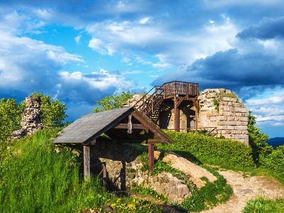 Zřícenina hradu Kumburk přináší krásný výhled na krajinu Českého ráje