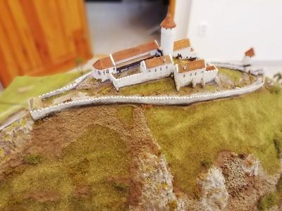 Hrady a zámky v květnu: Bezděz představí model hradu ze 13. století