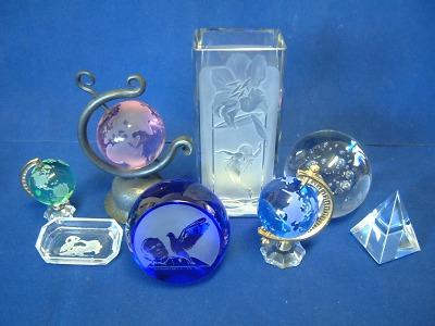 Glass Pesničák vyrábí parfémové flakony i věštecké koule
