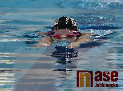 BiJa HEJ! znělo jabloneckým bazénem