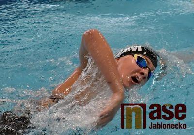 Jablonečtí plavci lovili v domácím bazénu medaile