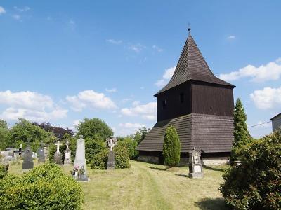 Dřevěná zvonice ve Vlastibořicích přišla o zvony hned dvakrát