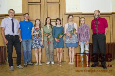 V Tanvaldě ocenili nejlepší studenty gymnázia a OA