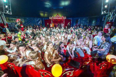 Cirkus Happy Kids si užili děti i rodiče ze sportovky v Tanvaldě