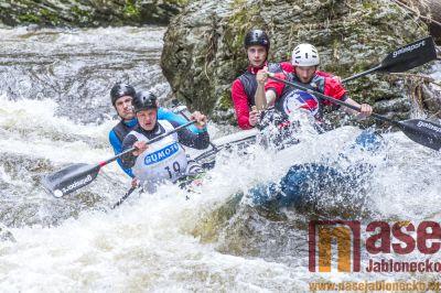 Obrazem: Víkendové závody raftů a kánoí na Kamenici