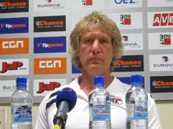 VIDEO: Trenér AZ Alkmaar po zápase v Jablonci