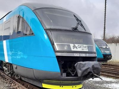 Vlaky Arrivy se postupně mění z červených na modré