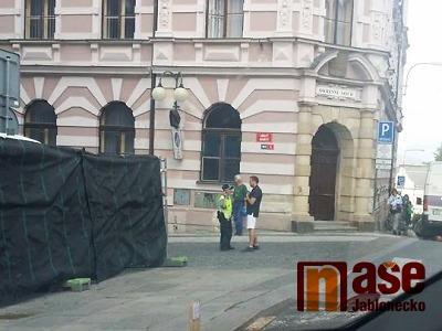 Policie bombu nenašla, provoz jablonecké radnice už je obnoven
