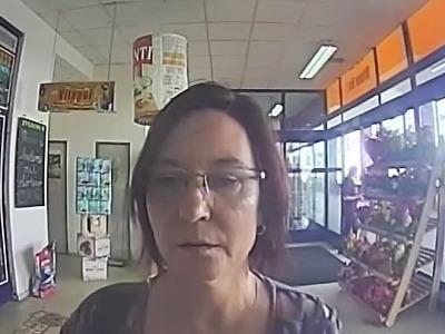Policie hledá svědkyni krádeže peněz z jabloneckého bankomatu