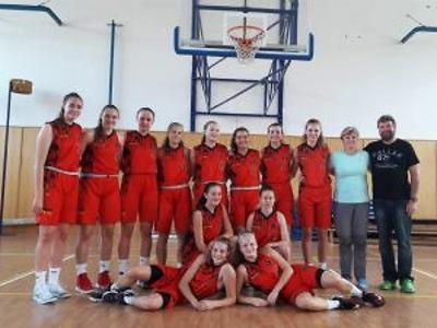 Naděje Bižuterie stále vedou basketbalovou ligu juniorek