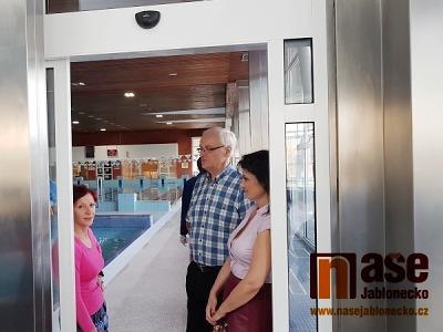 V Jablonci slavnostně zakončili rekonstrukci bazénu
