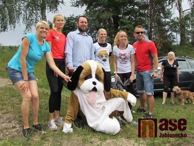 Obrazem: Běháním u přehrady pomáhali psím útulkům