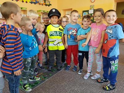 Jak se chovat při setkání s cizím člověkem poradila dětem policistka