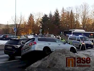 K vážné nehodě dvou aut došlo v Palackého ulici v Jablonci