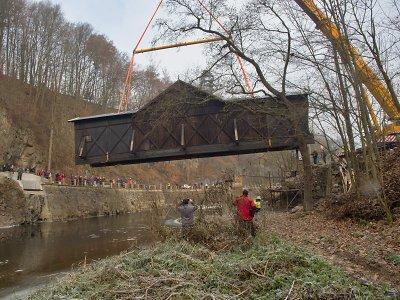 Most v Bystré už je zpět na svém místě