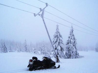 Silný vítr přinesl výpadky proudu i kácí stromy. Přesně 11 let po Kyrillu