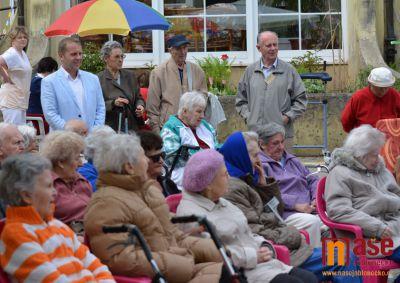Obrazem: Zahradní slavnost seniorů v Jabloneckých Pasekách