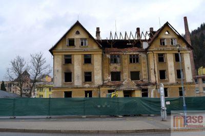 V Tanvaldě započali s demolicí domu hrůzy