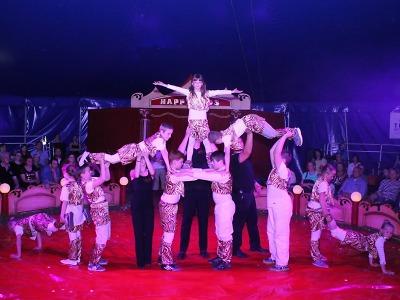 Děti v Plavech předvedly divákům cirkusové představení