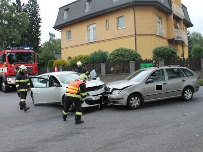 Vlivem rychlosti nezvládl řidič u Rychnova zatáčku