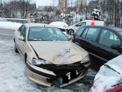 Řidič na Smržovce při odbočování přehlédl protijedoucí vozidlo