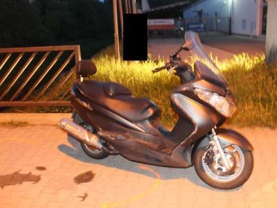 Na jedné motorce jezdili po Jablonci  tři, řidič byl opilý