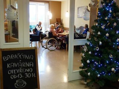 Senioři z Domova důchodců Velké Hamry mají novou kavárnu