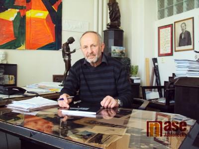 Výtvarník Jiří Dostál má blízko k motocyklům