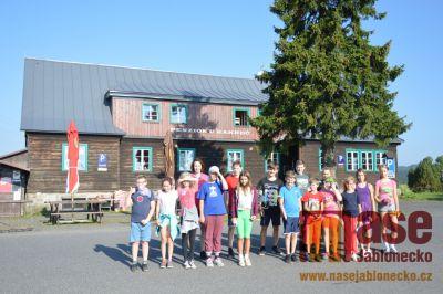 Šesťáci z tanvaldské ZŠ Sportovní se seznamovali na Jizerce