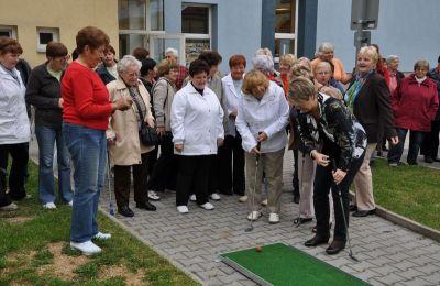 Obrazem: Senioři si mohou zahrát zahradní minigolf