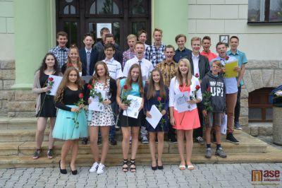 Deváťáci ze ZŠ Tanvald Sportovní se loučili na radnici