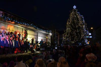 Obrazem: Slavnostní rozsvěcení vánočního stromu v Tanvaldě 2017
