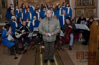Pěvecký sbor ZUŠ Tanvald  vystoupil v šumburském kostele Františka z Assisi
