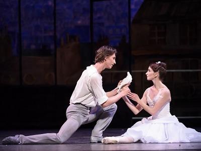 Pocta mistru Ashtonovi přinese vrcholnou virtuozitu i hravou romantiku