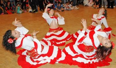 Festival národnostních menšin přilákal do Domu kultury tisíc tanečníků