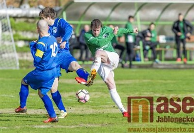 Fotbalisté tří mužstev hrají O pojizerský štít