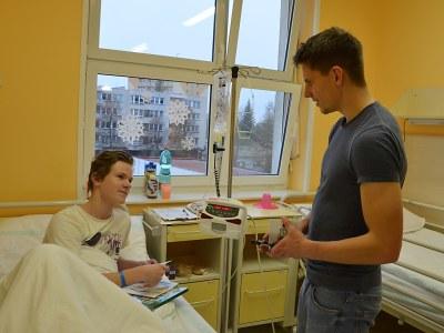 Fotbalisté potěšili návštěvou pacienty v jablonecké nemocnici