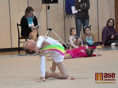 Téměř dvanáct hodin moderní gymnastiky v MSH