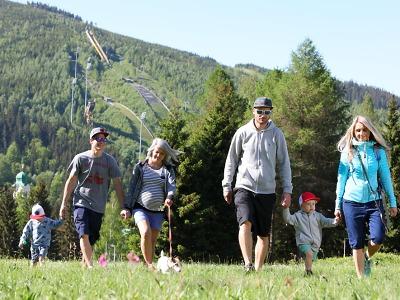 Lanovka na Čertovu horu v Harrachově zahájila denní provoz