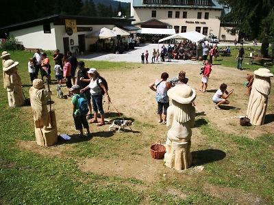 Dobrovolníci přijedou do Harrachova pomáhat při festivalu dřevosochání