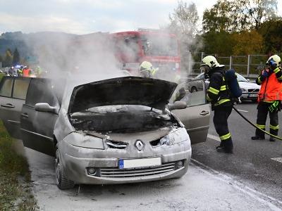 Na I/35 z Turnova na Liberec hořelo auto