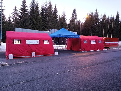 Hasiči spouští stanoviště antigenní testy řidičů kamionů v Harrachově